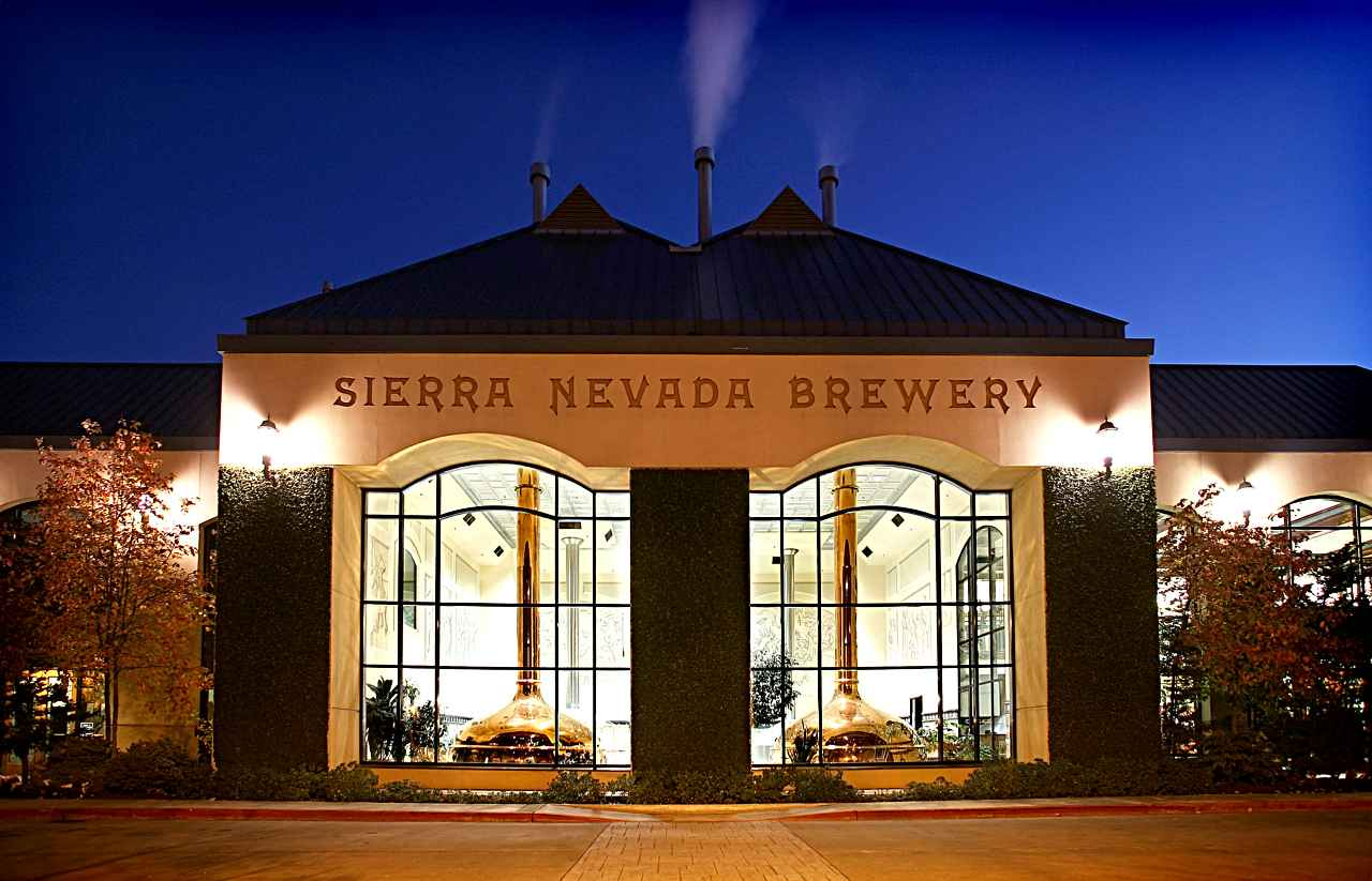 The brewery at night (Photo courtesy of the Sierra Nevada Brewing Co.).